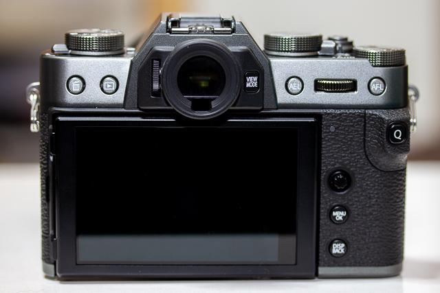 ボタンが押しづらい富士フイルムのカメラ