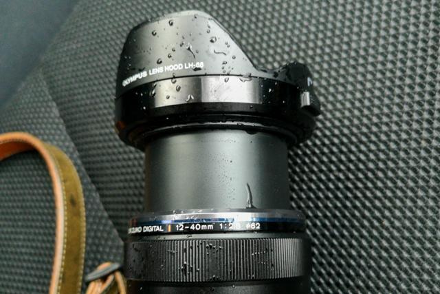 雨濡れ後の12-40mm F2.8 PRO