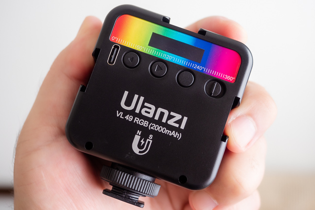 「Ulanzi VL49 RGB」LEDライト